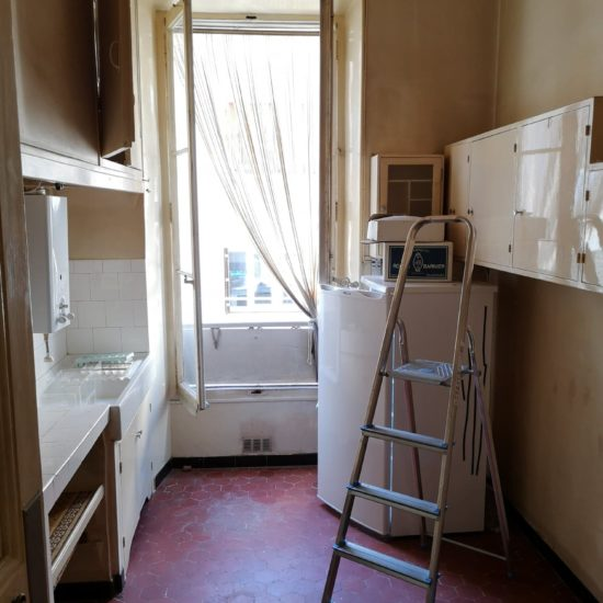 Novaclem - cuisine avant travaux Mini loft Camas - Investissement Marseille
