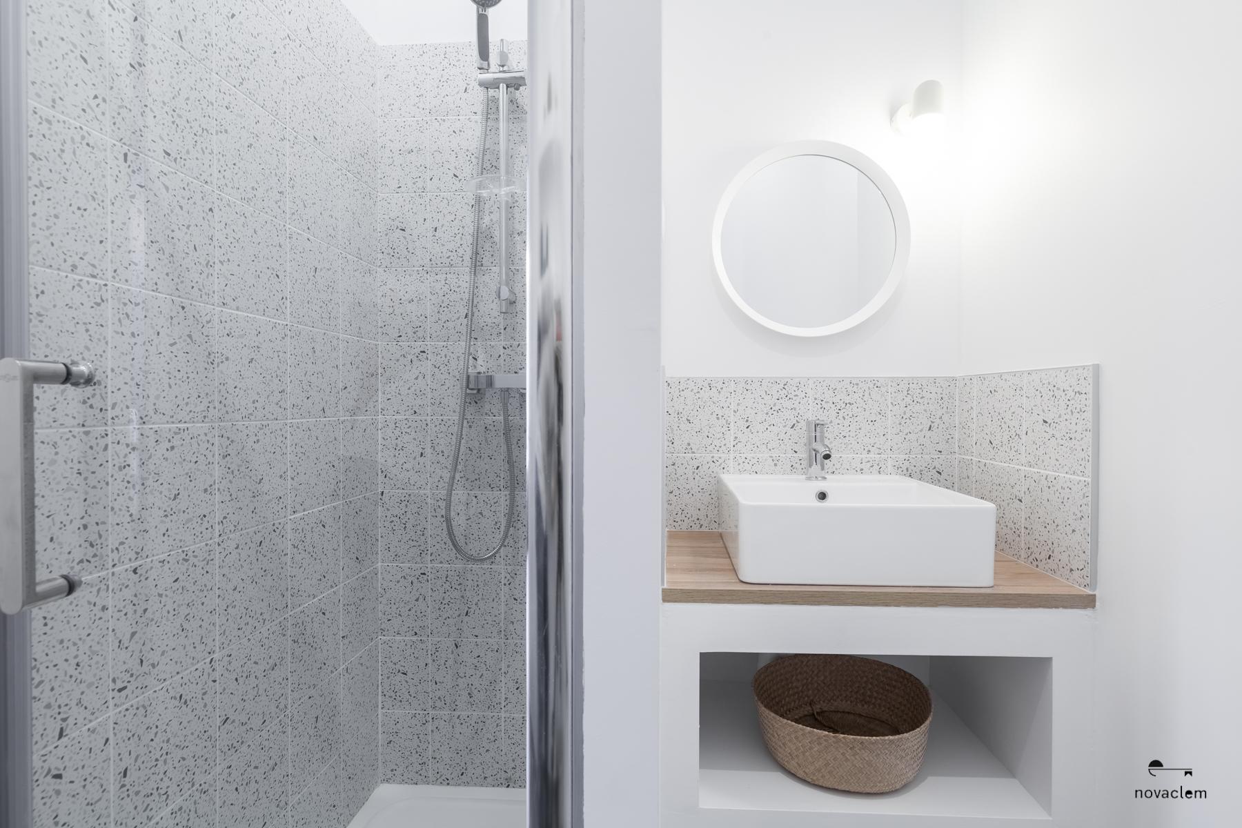 Novaclem - salle de bain après travaux Mini loft Camas - Investissement Marseille